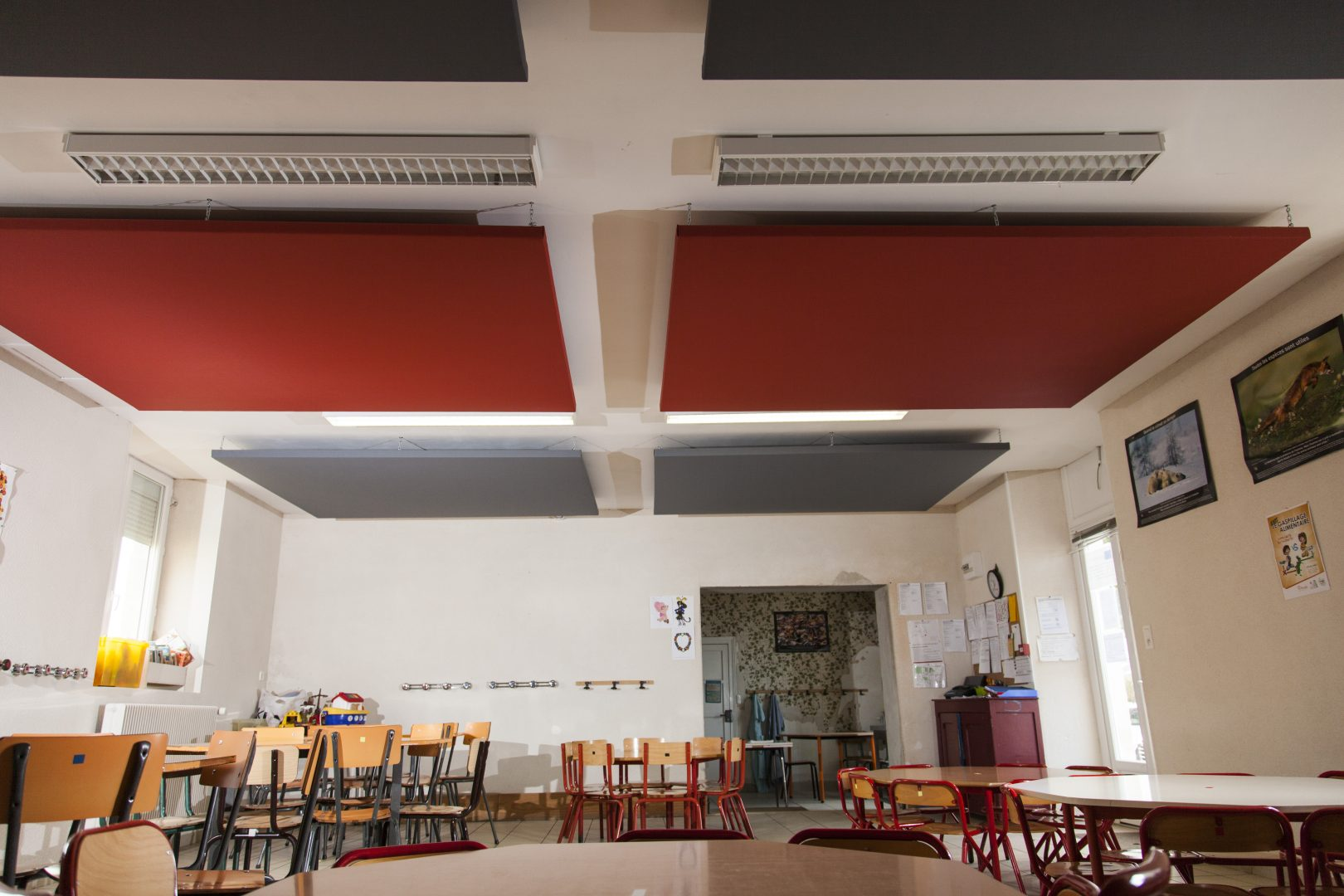 solution acoustique pour salle de cantine école