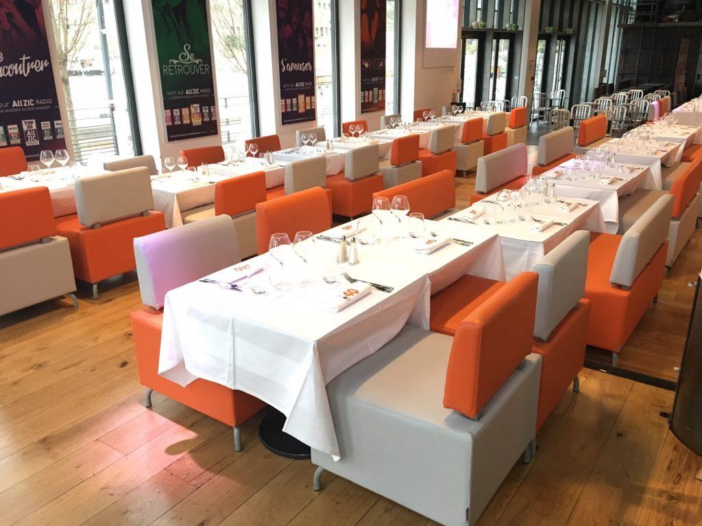 Série de siège et banquette sellerie cuir pour salle restaurant