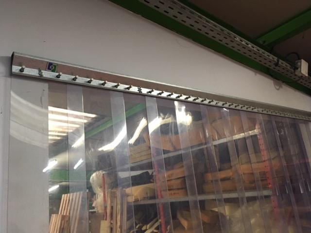 Rideau de séparation transparent pour ateliers