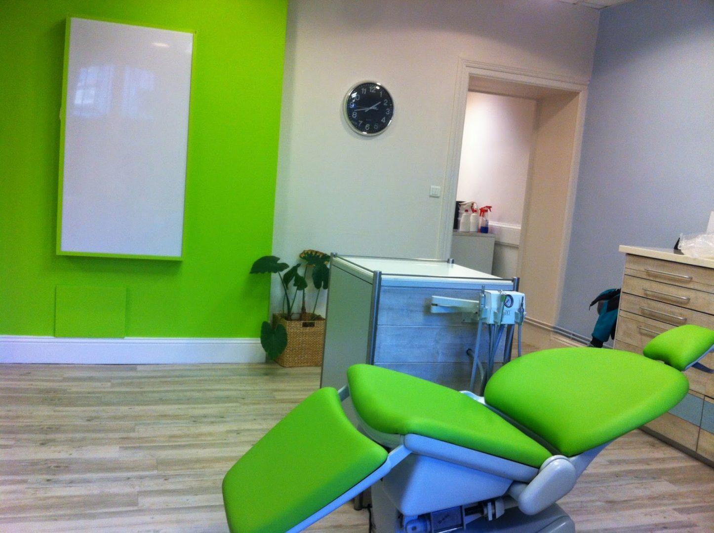 Siège vert pour cabinet de dentiste
