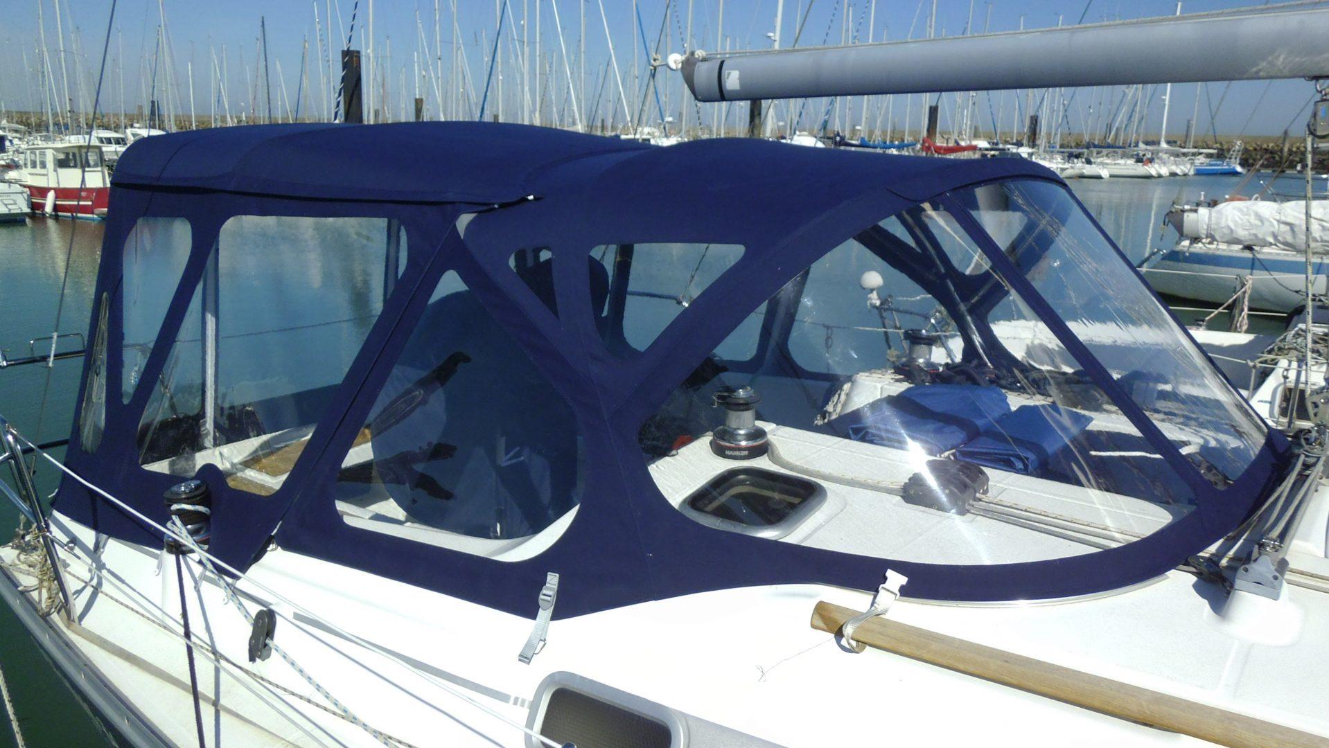 taud de bateau bleu