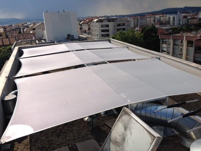 Toile de protection sur toit immeuble