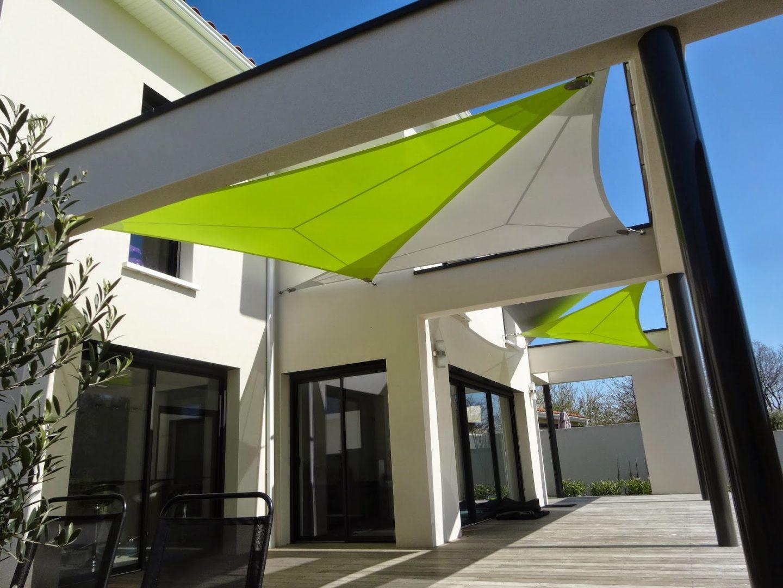 Voile d'ombrage design pour maison moderne