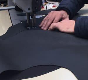 couture des pièces pour la selle de moto sellerie
