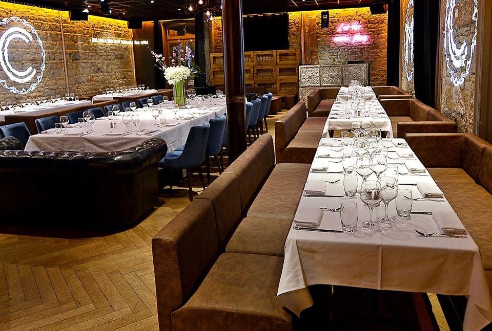 Une série de banquettes pour le restaurant La Maison